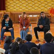 東浅川小学校で国際交流プログラム