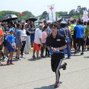 赤十字奉仕団が金沢城リレーマラソンに参加