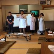 薬学部実務実習生が老人会で薬の飲み方を指導