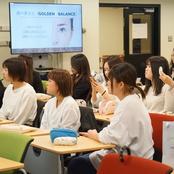 就職活動に向け女子学生メイクアップ講座を開催