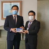 卒業生・在学生からマスクのご寄贈